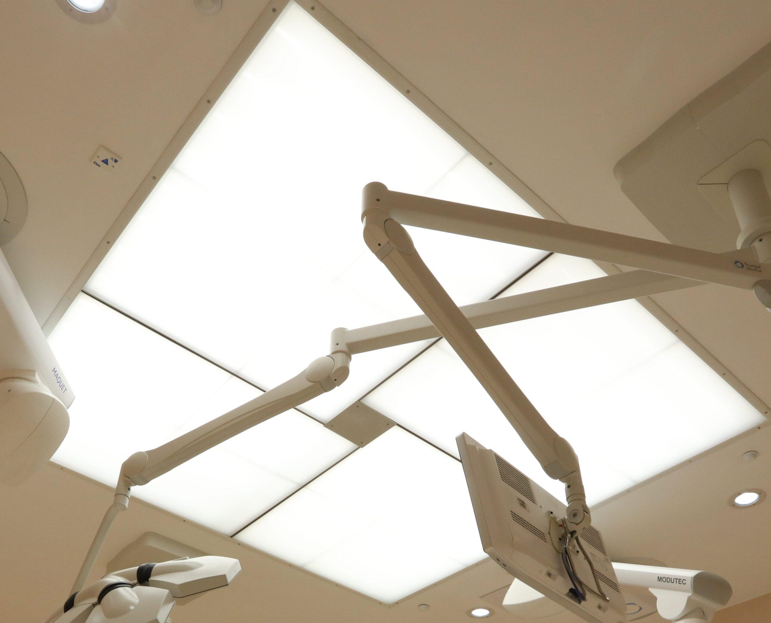 Ceiling 1)